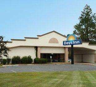 Days Inn Fayetteville - South I-95 Exit 49