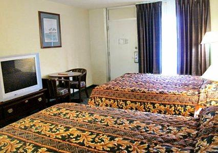 Econo Lodge Inn & Suites Wilmington