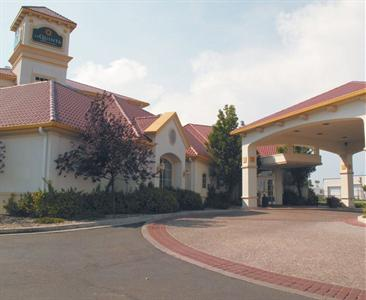 La Quinta Pueblo Inn and Suites