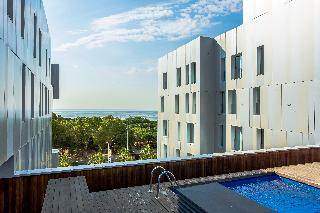 MISTRAL Barcelona Pool Apartments