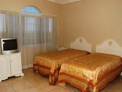 Retreat Guesthouse Luxury Suites